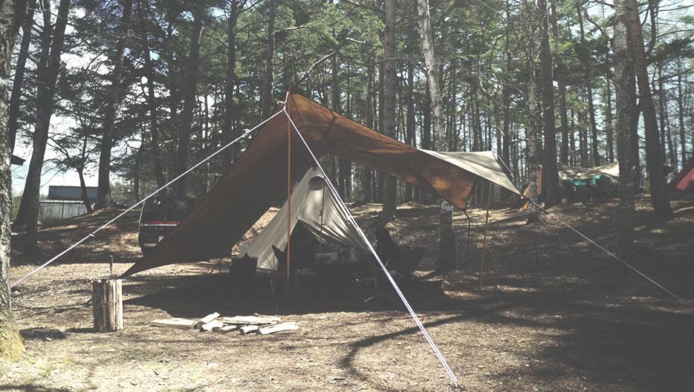 テンマクデザイン 焚火タープコネクトヘキサ張り方 前から見た画像