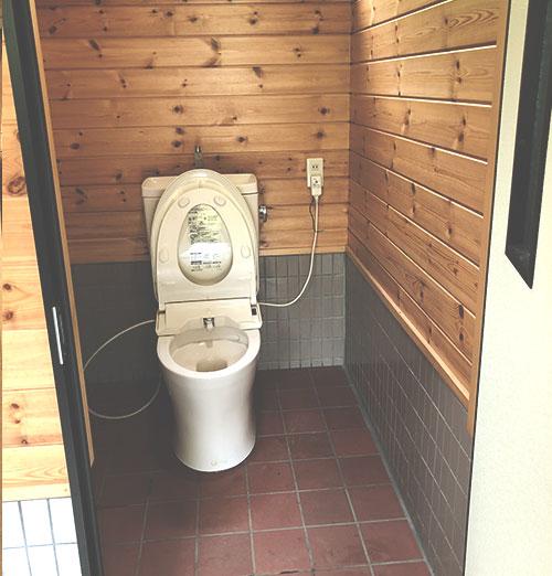 道志の森 綺麗なトイレ01