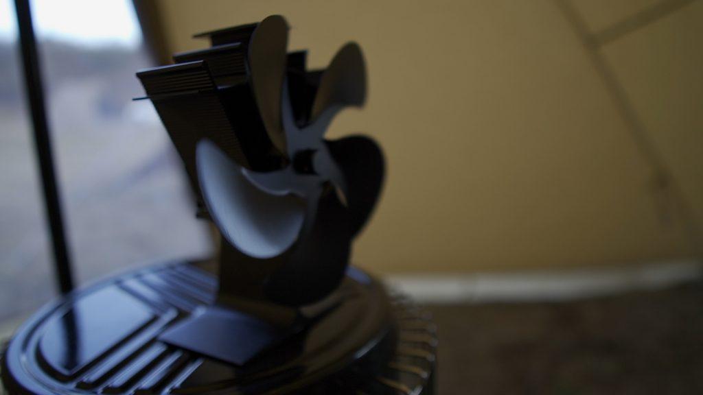 KS67hの上にストーブファンを置いた画像